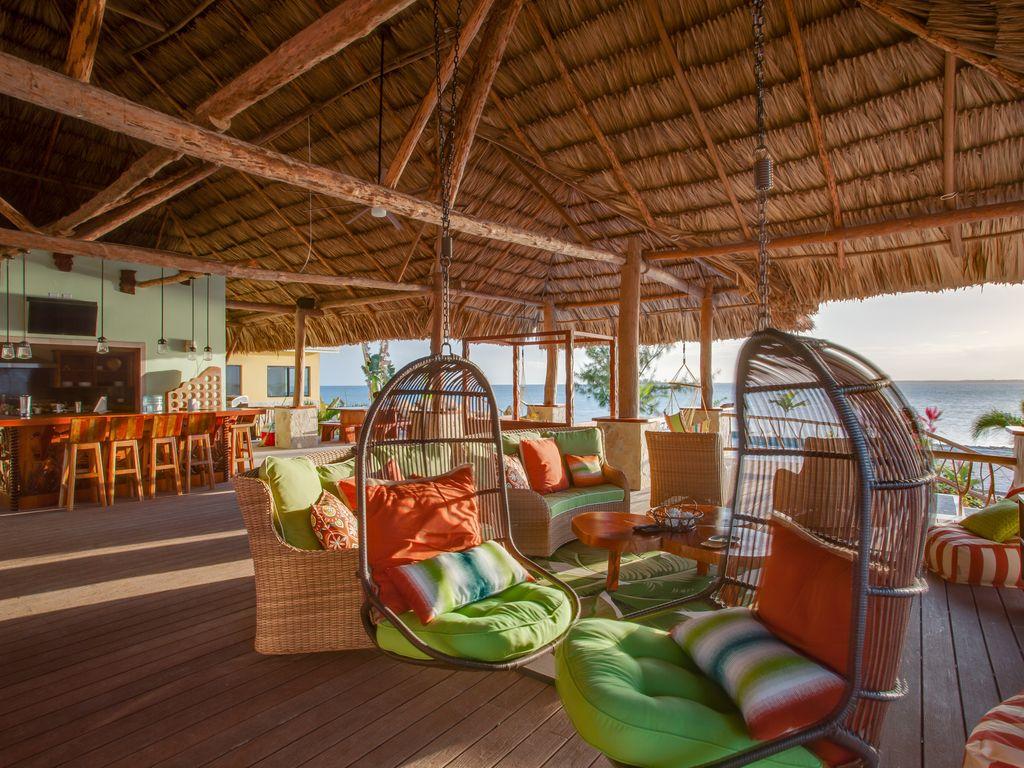Little Harvest Caye lounge area