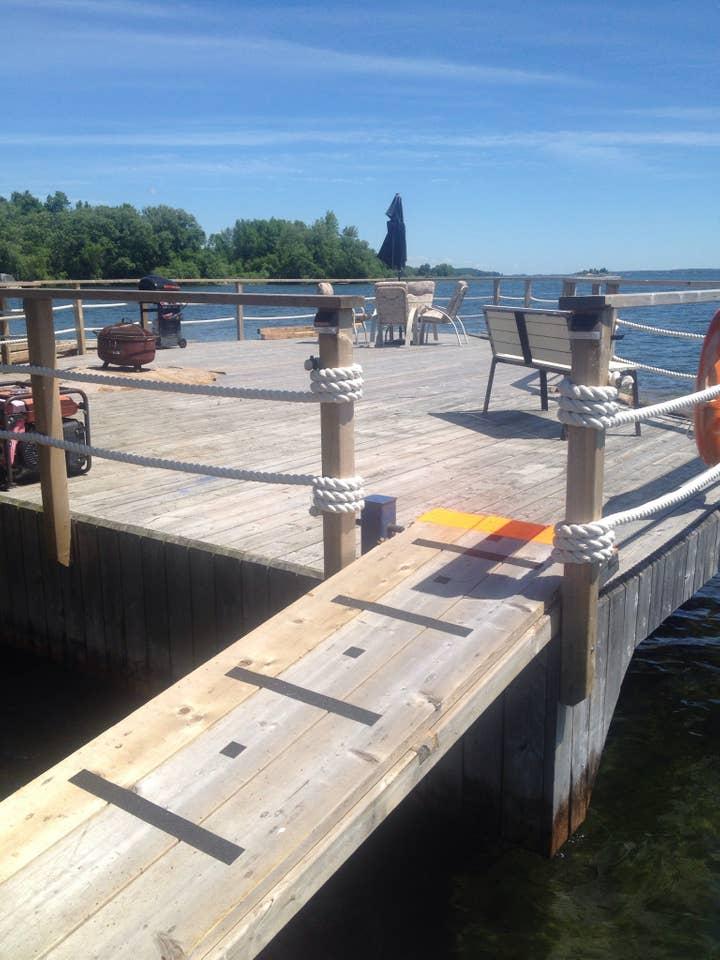 houseboat rental Ontario Canada